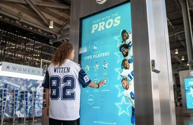 gocom_agencia_de_marketing_digital-dallas_cowboys-pose_with_the_Pros_1